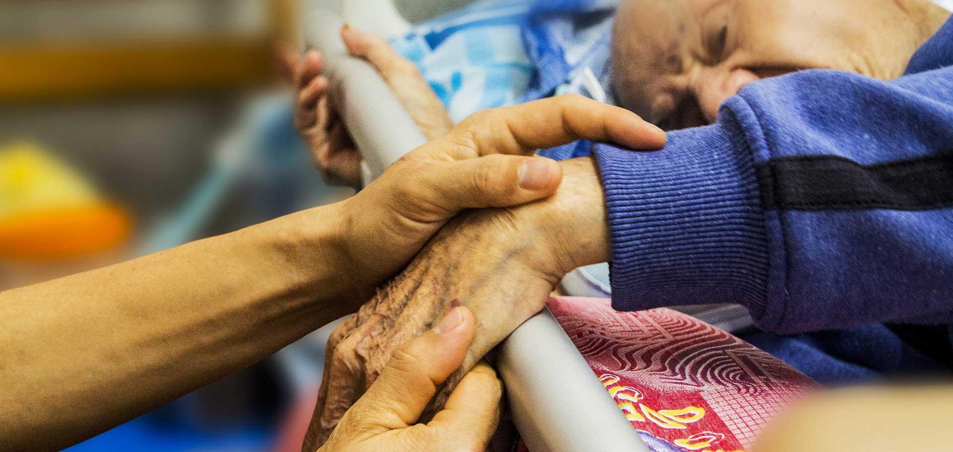 Equipe mobile de soins palliatifs a pour objectif est de soulager la douleur et les autres symptômes et de prendre en compte la souffrance psychologique, sociale et spirituelle.